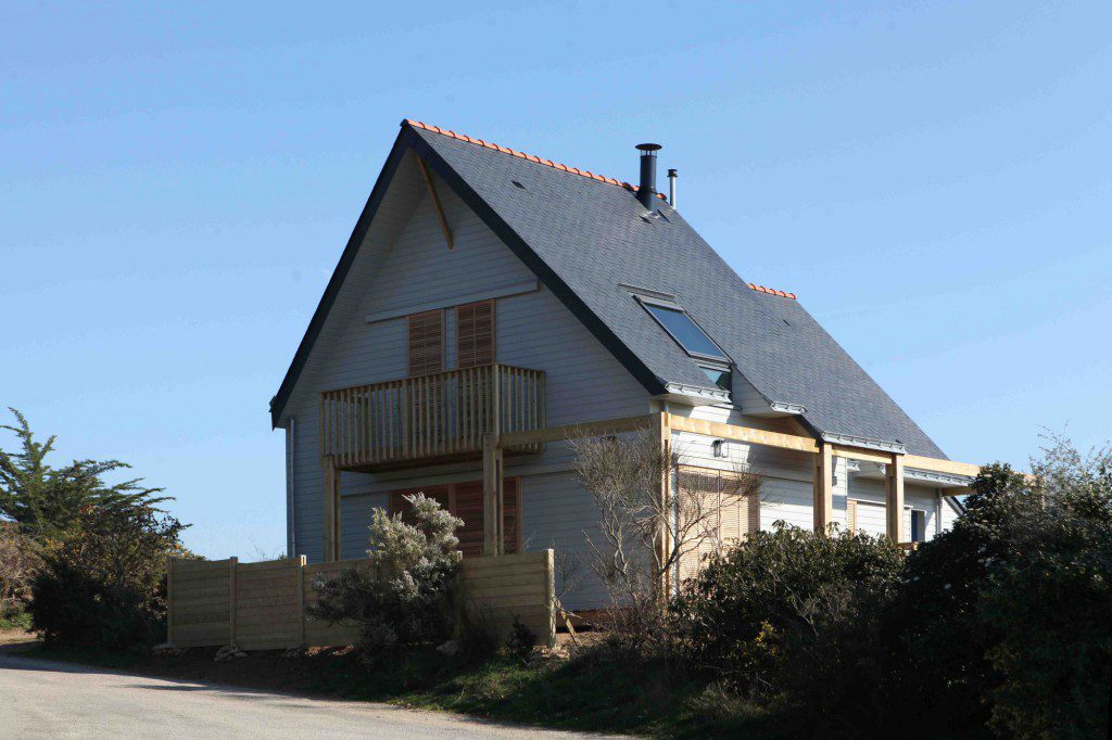A-BIOCLIMATIC-HOUSE-IN-THE-GULF-OF-MORBIHAN-BRITTANY-1
