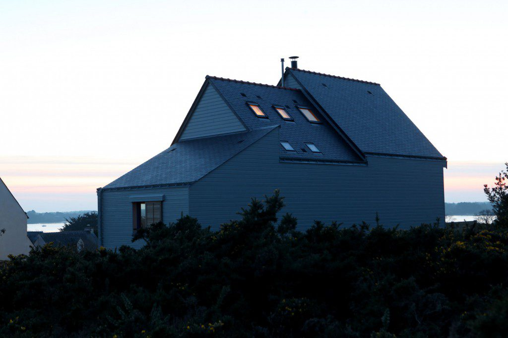 A-BIOCLIMATIC-HOUSE-IN-THE-GULF-OF-MORBIHAN-BRITTANY-6