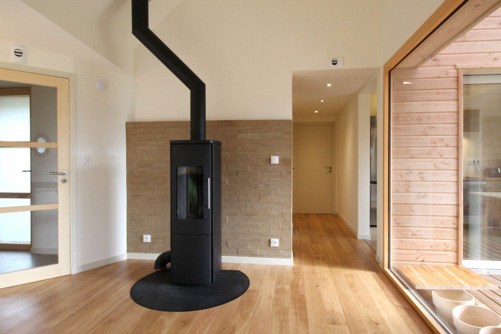NATURAL-MATERIALS-FOR-HEALTHY-LIVING-IN-A-HOUSE-NEAR-PONT-AVEN-6