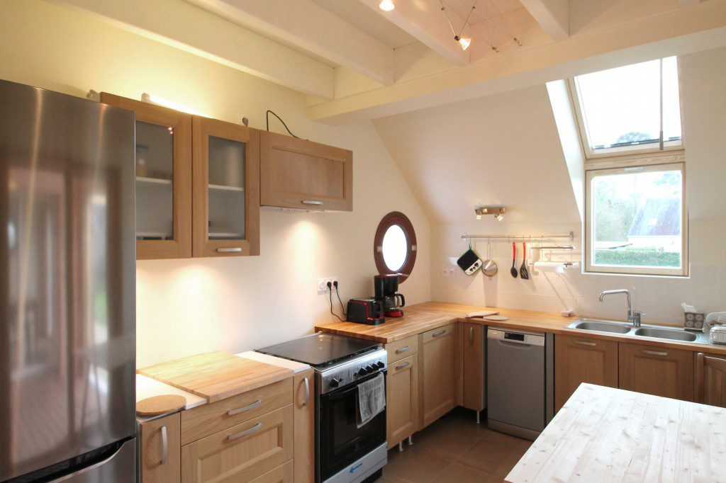 NATURAL-MATERIALS-FOR-HEALTHY-LIVING-IN-A-HOUSE-NEAR-PONT-AVEN-7