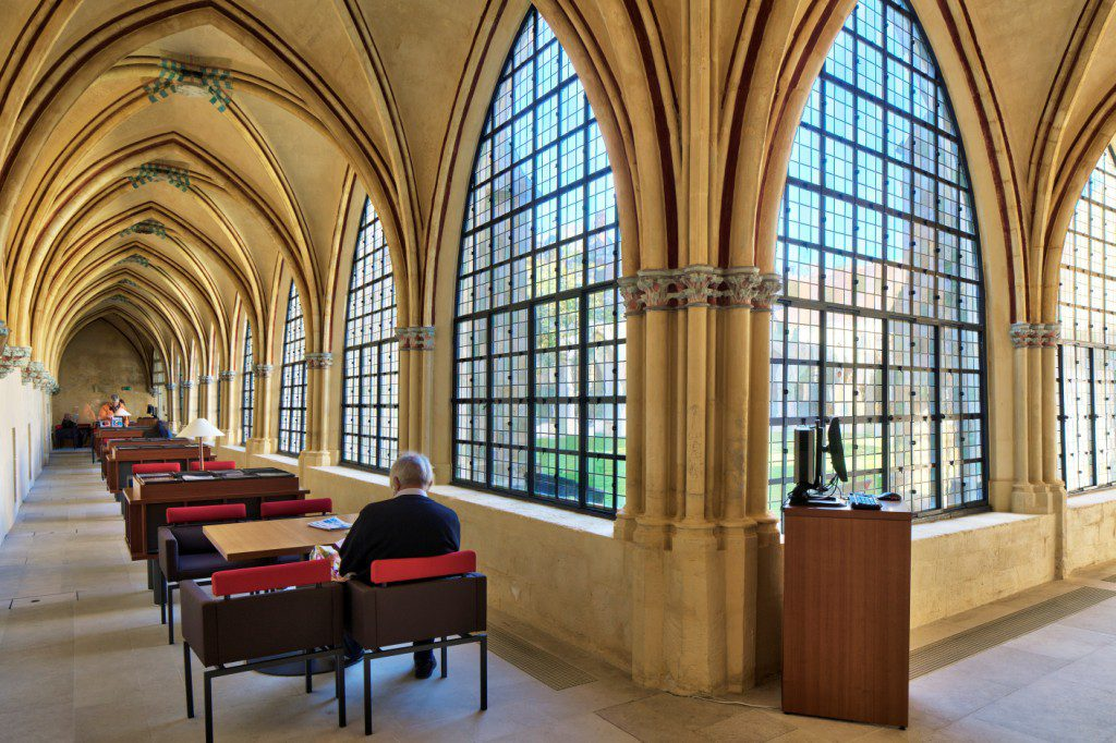 Saint-Corneille-Library-5